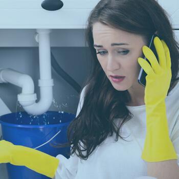 Lady calling a plumber | Eco Bear